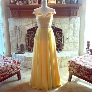 NWOT yellow Sherri Hill style prom/Hoco Sz-6